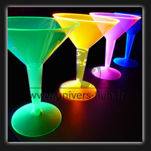 verre martini uv pour soir e color e. Black Bedroom Furniture Sets. Home Design Ideas